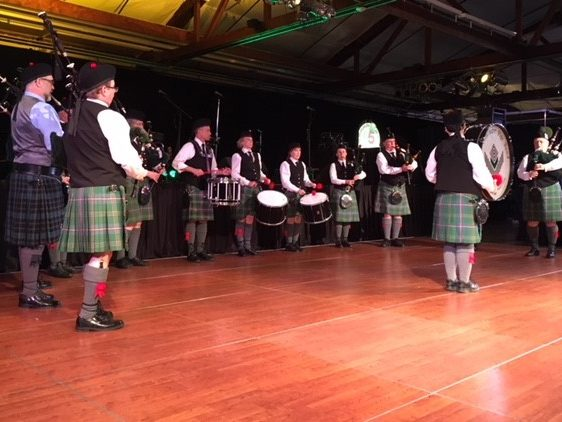 Learn to play scottish bagpipes